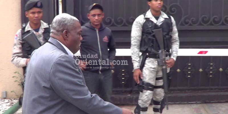 """Photo of Vídeo- Regidor electo del PRM, José Sánchez, acosado bajo el grito de """"¡Traidor!"""""""