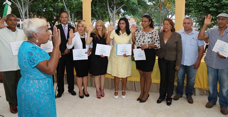Jeannette Medina juramenta el patronato que cuidará del parque