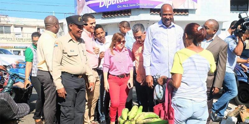Photo of Alfredo Martínez presentará situación mercado Los Mina al presidente Medina