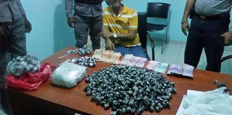 Photo of PN apresa hombre y desmantela punto de drogas en Los Mina