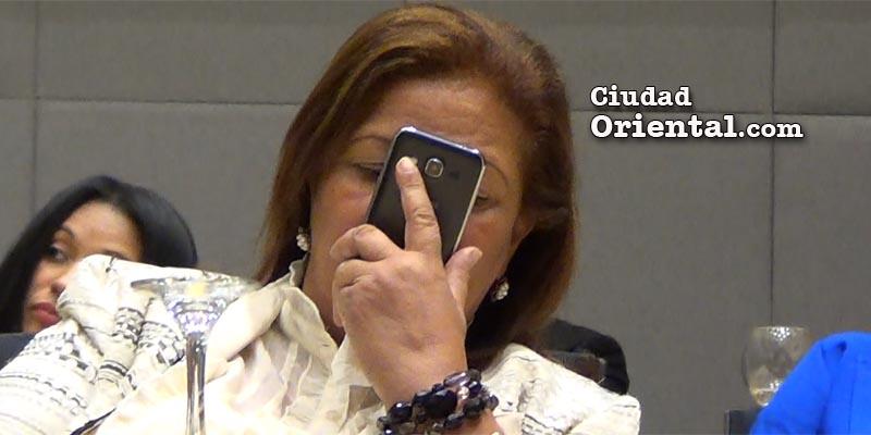 """Photo of Así """"escucha"""" la regidora Nancy Cuevas exposición de adversario"""