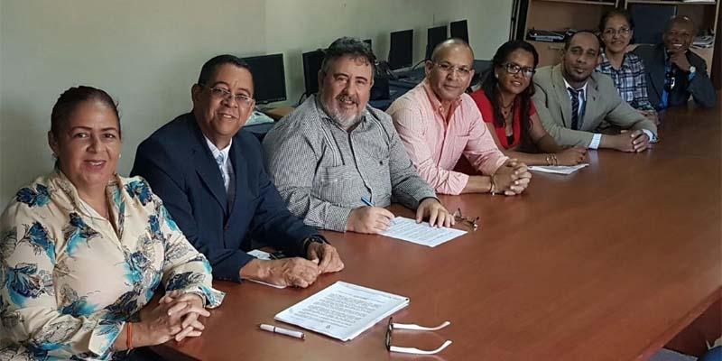 Photo of Firman acuerdo para capacitar periodistas en medios digitales