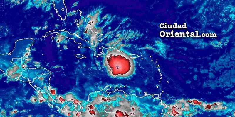 Onda tropical sobre el mar Caribe