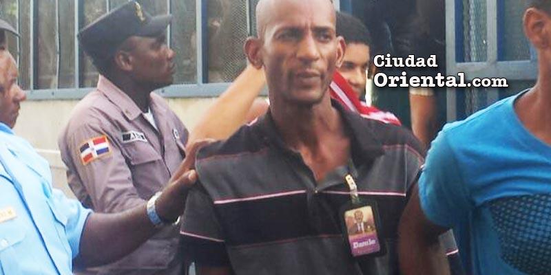 El sospechoso de ser quien asesinó al regidor Catalino Sánchez exhibe orgulloso su carnet del PLD con la foto del presidente Danilo Medina