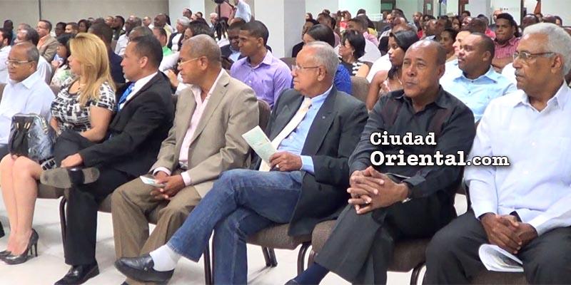 Asistentes a la conferencia dictada por Burgos Gómez
