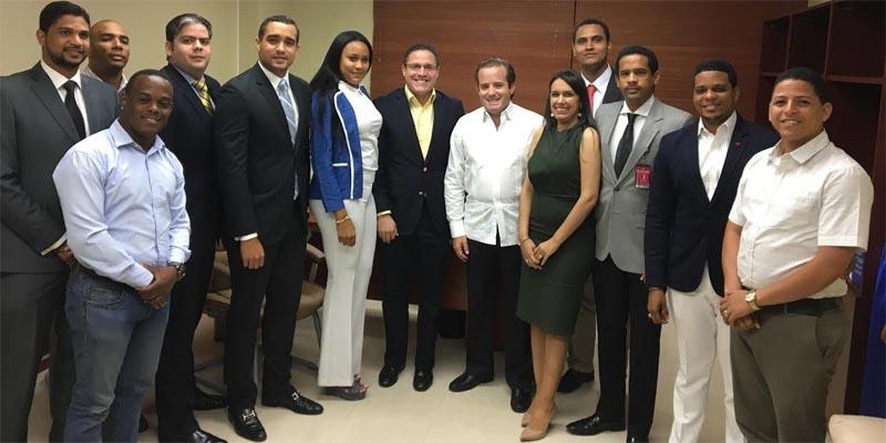 Dirigentes de la JRM junto al senador Paliza