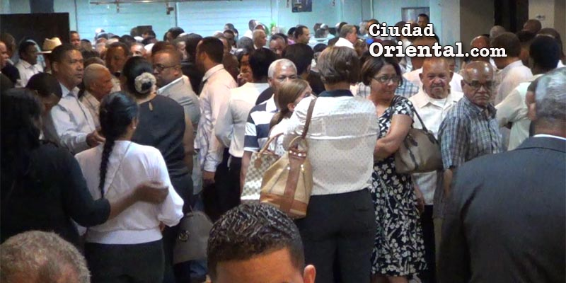 Multitud asiste al velatorio del cadáver de Catalino Sánchez