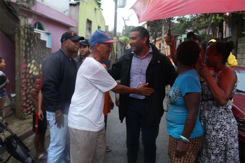 Luis Alberto recibido en los barrios a orillas del Ozama