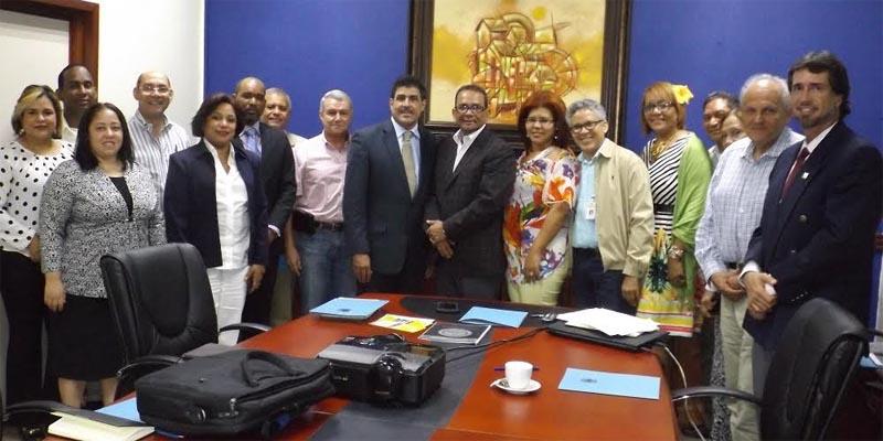 Representantes de las instituciones que forman pate de la Mesa de Trabajo Sísmica