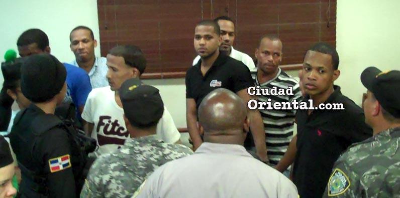 Photo of Video-Penas máximas siete hombres hirieron a machetazos 29 personas en Los Alcarrizos