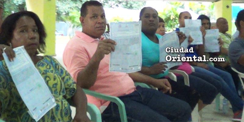 Propietarios de terrenos de Los Tres Brazos exhiben sus titulos de propiedad adquiridos por medio de Titulatec