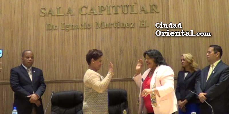 Bernarda Aracena es juramentada por la Presidenta del Concejo, Ana Tejeda