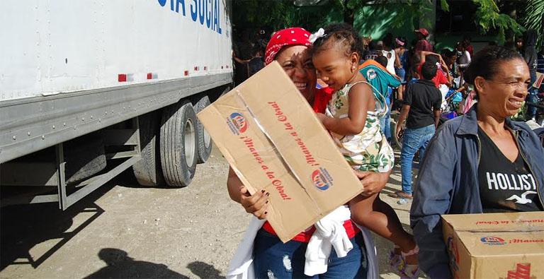 Photo of Miles de familias reciben sus cajas navideñas en la región Este