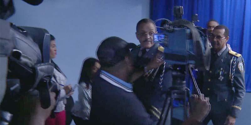 El Jefe de la PN se marcha sin permitir preguntas de los periodistas