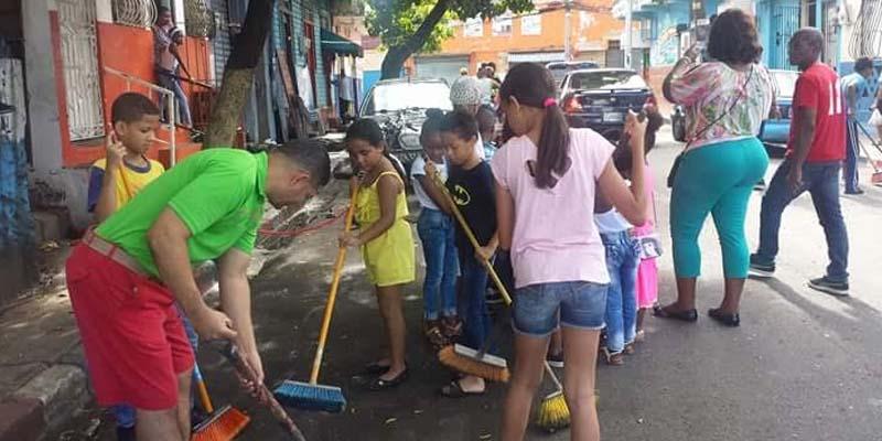 """Photo of En San Carlos desarrollan programa """"Limpia tu calle en Navidad"""""""