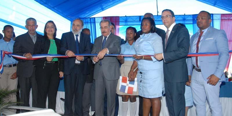 Photo of Medina inaugura escuela primaria en San Luis