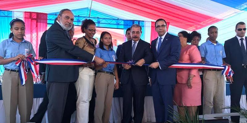 Photo of Presidente Danilo Medina inaugura liceo en sector Los Frailes II