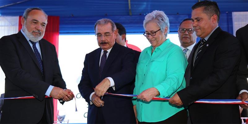 Corte de cinta que deja inaugurado el hospital de Jánico