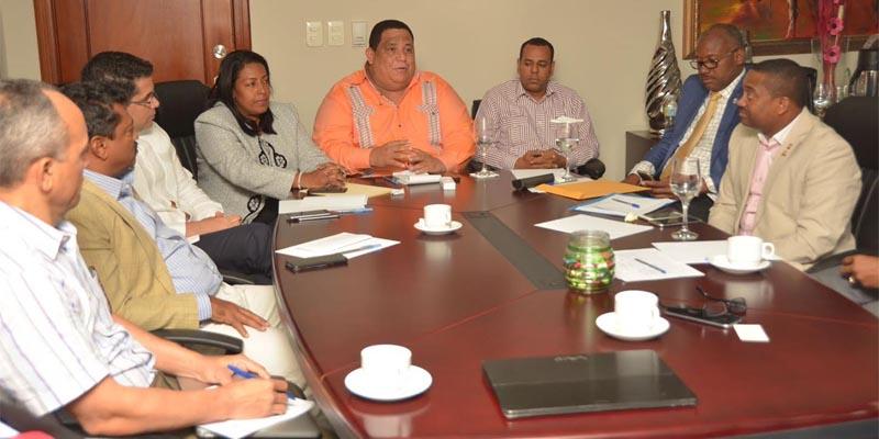 Photo of FEDOMU facilita diálogo entre alcaldes y Lajún sobre Duquesa