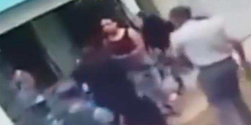 Policías agreden a ciudadanos en Samana Santa