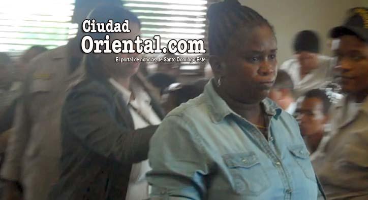 "Photo of Video- Condenan a 20 años mujer infirió puñalada con ""saca hígado"" a otra"