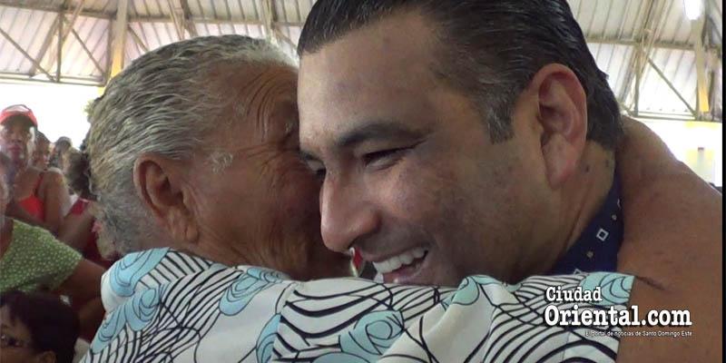 Photo of Vídeo – Luis Alberto, aclamado por cientos de mujeres en el Día de las Madres