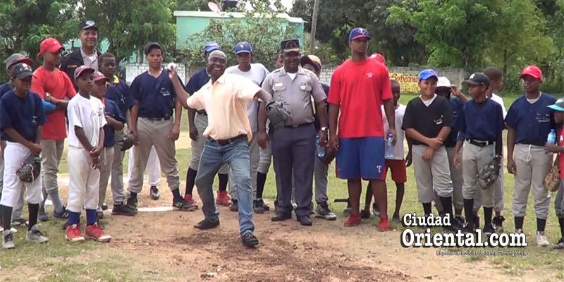Photo of Epifanio Abad y Fundación FH promueven béisbol en El Tamarindo + Vídeo