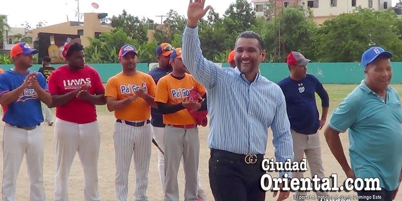"""Photo of (Vídeo+fotos) – Liga Los Billeteros dedica torneo al """"Diputado de los deportistas"""", Luis Alberto"""