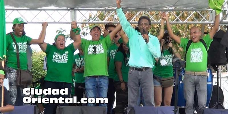 Verdes leen el manifiesto de la Marcha Verde en el Este