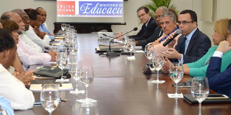 Photo of Andrés Navarro consolida relación con ADP para fortalecer carrera docente