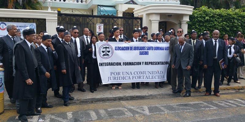 Photo of CARD protesta frente a Unidad de Violencia de Género de Provincia SD por maltratos