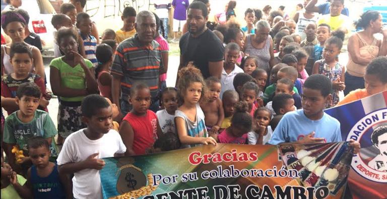 Photo of Fundación Félix Díaz dona útiles escolares  a escolares de Sabana Perdida