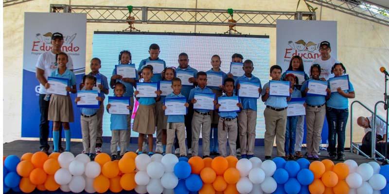 Photo of Gildan resalta méritos estudiantes de Guerra, Bayaguana, Boca Chica y SPM + Videos+fotos