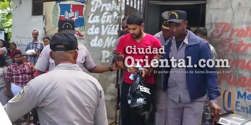 Photo of Trasladan al sacerdote gay imputado de asesinato hacia la cárcel de Najayo