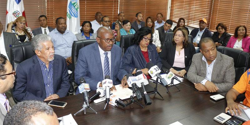Photo of Comité de Mitigación y Desastre SDE pone en marcha plan preventivo por huracán María