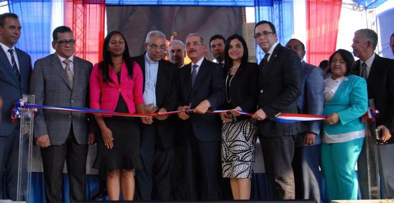 Photo of Presidente Medina entrega centro de atención integral a la primera infancia en Los Guaricanos