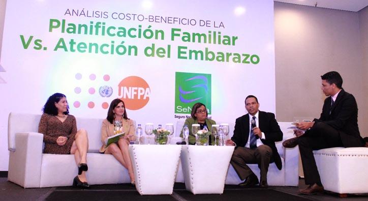 Photo of Expertos analizan los beneficios y costos de la planificación familiar