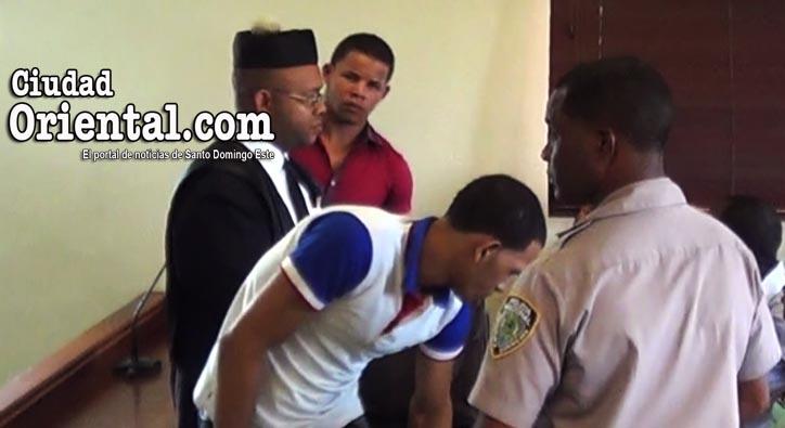 Los favorecidos con el descargo, entre el abogado y un custodio