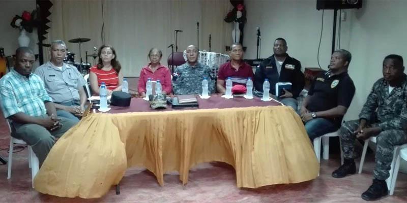 Photo of Director PN en SDE se reúne con líderes comunitarios de Prados de San Luis
