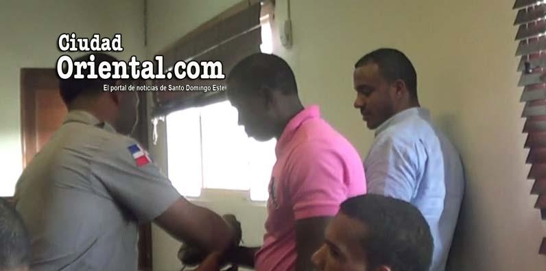 Photo of Condenas de 30 y 20 años a dos hombres hirieron y asaltaron hermanos militares