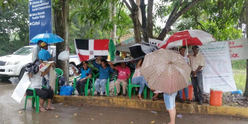 Photo of Comunidades vecinas de la Barrick Gold arrecian reclamos + Fotos -Vídeos