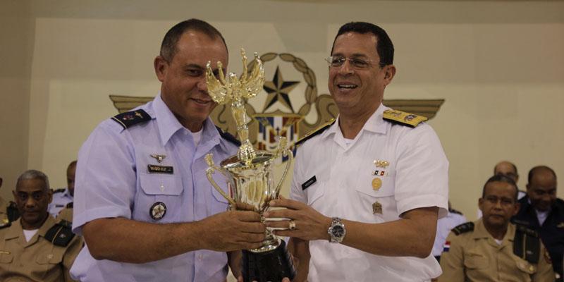 Photo of FARD recibe trofeo Campeón XXI Juegos Deportivos de Cadetes y Guardiamarinas 2017
