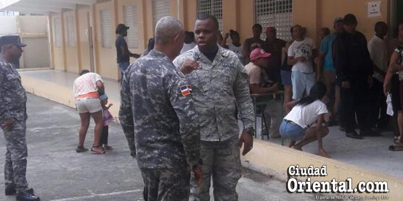 Photo of Thelma Sánchez lleva militares y policías a elecciones de Junta de Vecinos