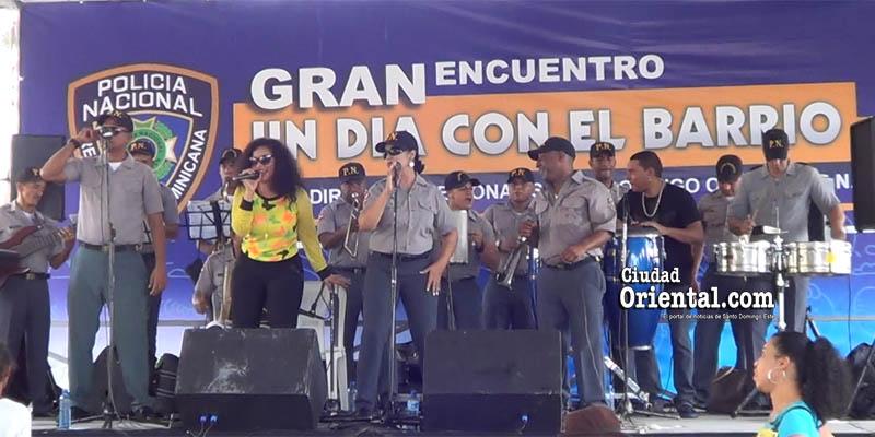 Photo of Orquesta San Judas Tadeo de la PN lleva alegría a cientos de vecinos en Los Mina + Vídeos