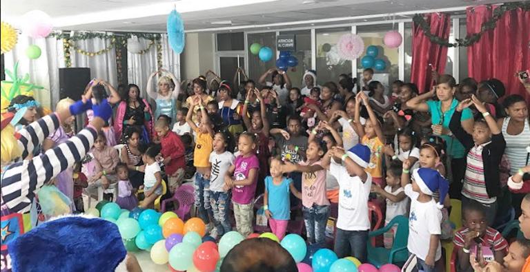 Photo of Celebran fiesta navideña a niños hospitalizados en Maternidad de Los Mina