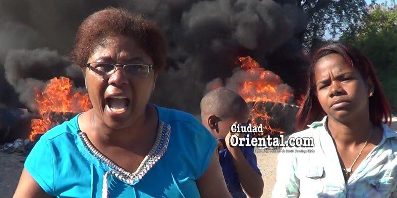 """Photo of """"Fuego y furia"""" contra El Cañero en Brisas del Este + Vídeo + fotos"""
