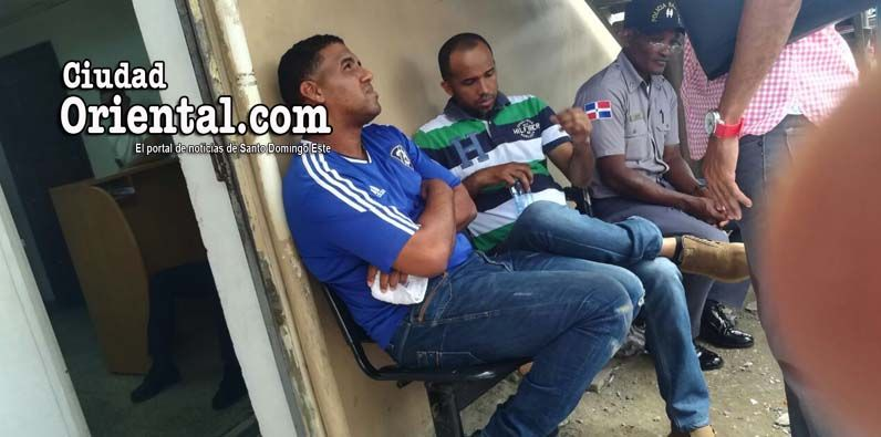 Los capitanes Joel Santiago Jiménez Valdés y Leónidas Hidalgo Feliz (a) Mayita, en custodia policial