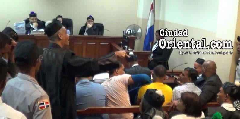 Photo of Nuevo incidente en reinicio juicio de fondo Natasha y Suleika