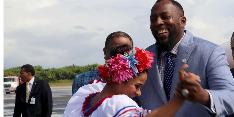 Photo of A ritmo de merengue, R. Dominicana recibe a Vladimir Guerrero con alegría y admiración