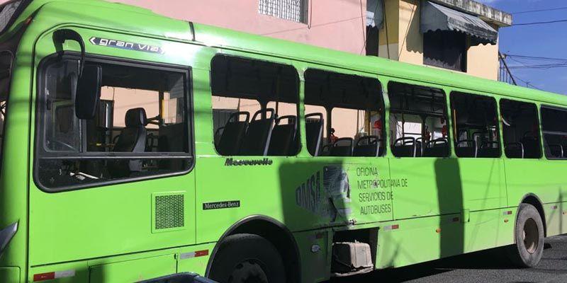 Photo of PN informa arresto de dos presuntos implicados en daños autobus OMSA en Brisas
